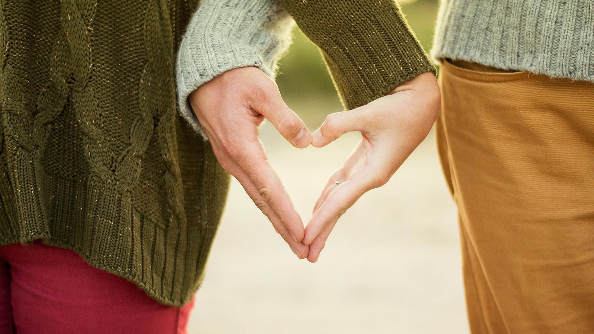 szeretetnyelvek, szeretetnyelv, házasság, szeretet